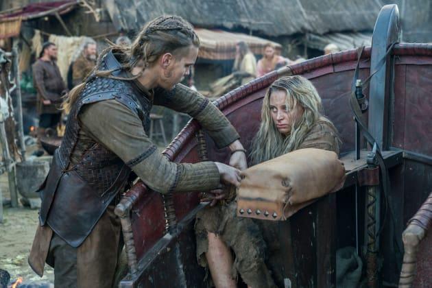 Hvitserk and Margrethe - Vikings Season 5 Episode 11 - TV Fanatic