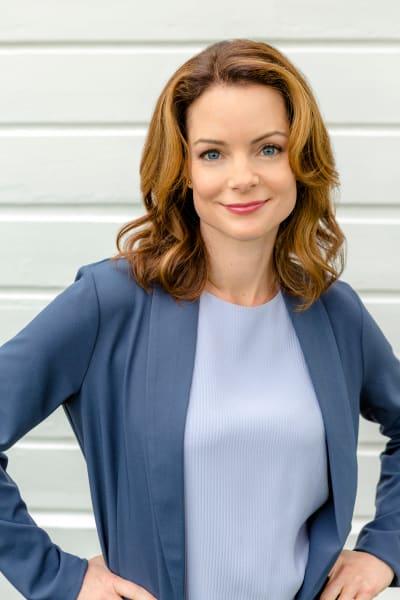 Kimberly Williams-Paisley as Claire Darrow