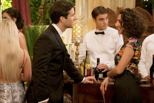 Serving is a Process - Girlfriends' Guide to Divorce Season 4 Episode 1