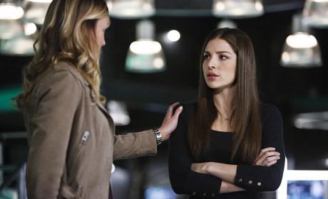 Offering Comfort - Arrow Season 4 Episode 15