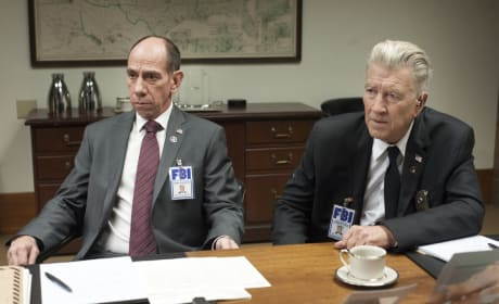 Going Over Case Files - Twin Peaks