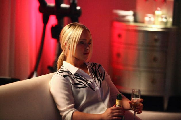 Juliette Drinks - Nashville Season 4 Episode 1