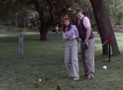 Watch Gilmore Girls Season 1 Episode 3 Online