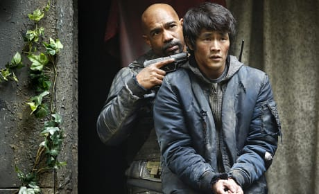 Hostage Exchange - The 100 Season 3 Episode 10