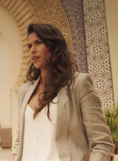 Lexi Gets a Lead -- Tall - Blood & Treasure Season 1 Episode 5