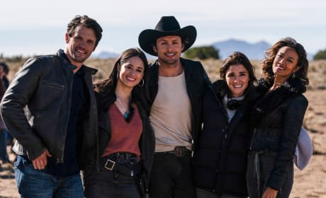 Roswell, New Mexico Sneak Peek: Will a Trip to Texas Save Isobel's Life?