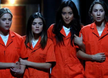 Watch Pretty Little Liars Season 5 Episode 25 Online