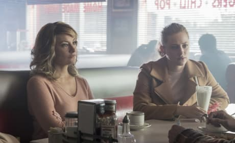 Welcoming Back A Frenemy - Riverdale Season 2 Episode 8