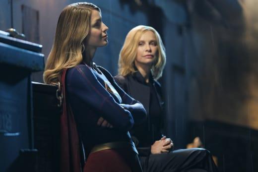 Cat's Back! - Supergirl Season 2 Episode 21