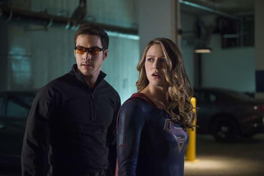 Mon-El and Kara Look Surprised - Supergirl Season 2 Episode 10
