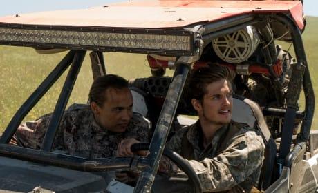 BFF's - Fear the Walking Dead Season 3 Episode 9