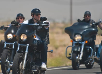 Watch Sons of Anarchy Season 4 Episode 1 Online