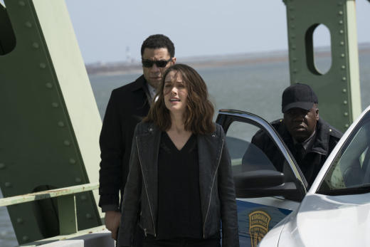 Liz and Harold lie in wait - The Blacklist Season 4 Episode 22