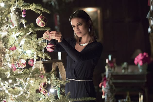 Deck the Halls - The Vampire Diaries Season 8 Episode 7