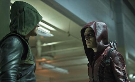 Hood to Hood - Arrow Season 3 Episode 1