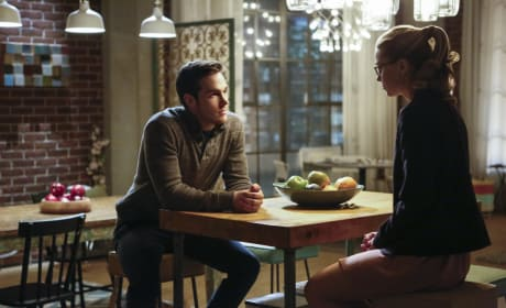 Mon-El and Kara Talk - Supergirl Season 2 Episode 10