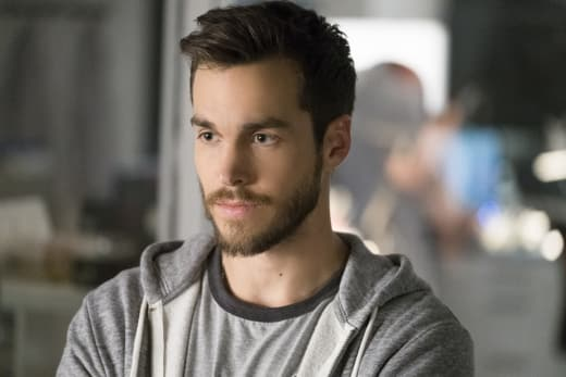 Welcome Back Mon-El! - Supergirl Season 3 Episode 7