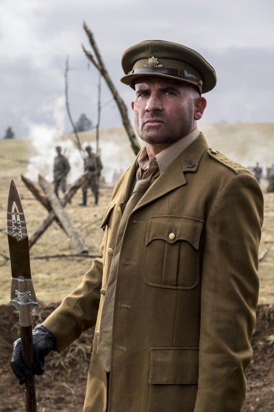 Mick on the Field - DC's Legends of Tomorrow Season 2 Episode 15