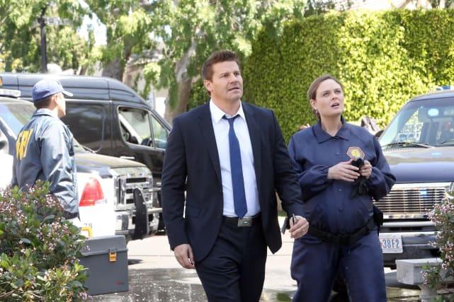 Brennan and Booth Arrive at a Crime Scene - Bones Season 10 Episode 22