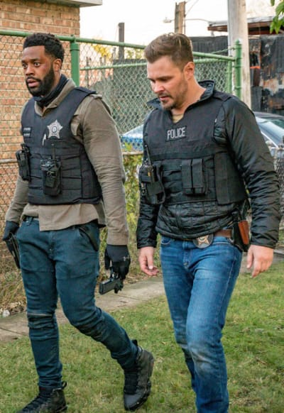 Brothers in Blue - Chicago PD Season 8 Episode 2