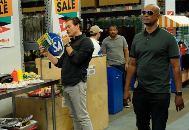 Shopping Around - Lethal Weapon Season 2 Episode 8
