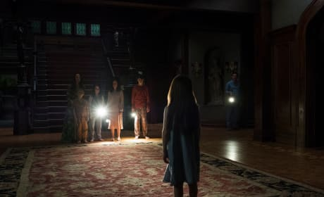 All Eyes on Nell - The Haunting of Hill House Season 1 Episode 6