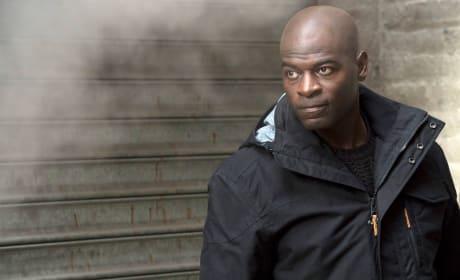 Dembe on the run - The Blacklist Season 4 Episode 16