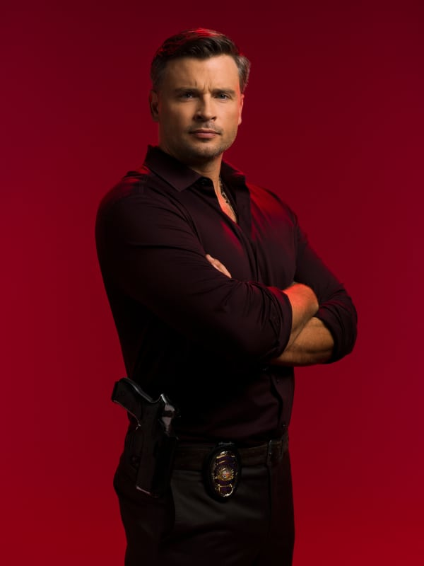 Det. Marcus Pierce (Tom Welling)