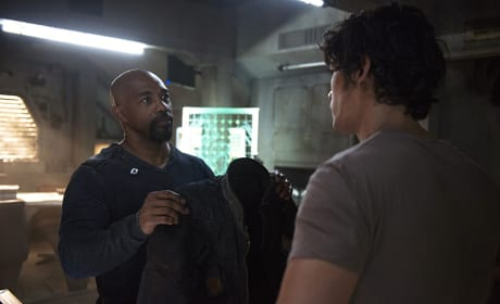 Pike Gives Bellamy His Jacket - The 100 Season 3 Episode 5