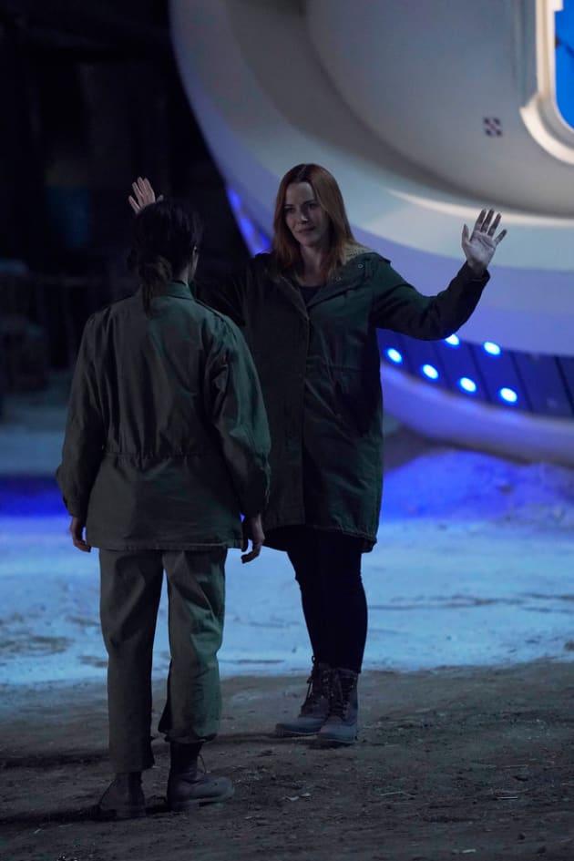 Save Amy - Timeless Season 3 Episode 1