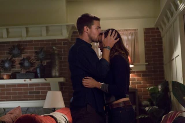 Oliver Hooks Up with Laurel Again