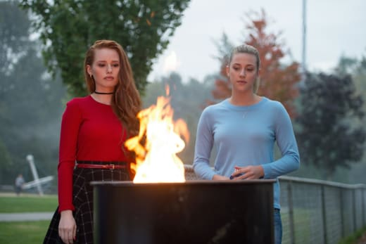 Friendship Flames - Riverdale Season 1 Episode 3
