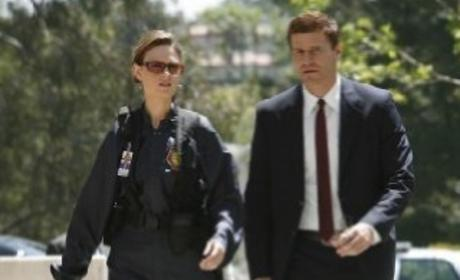 bones brennan and booth start dating Booth and brennan follow the clues when brennan decides to give online dating a try brennan receives some bones to identify.