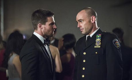 Heads Together - Arrow Season 4 Episode 7