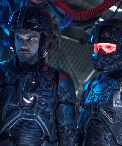 Peering to the side the expanse season 2 episode 9