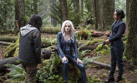 Flanked - The Flash Season 2 Episode 14