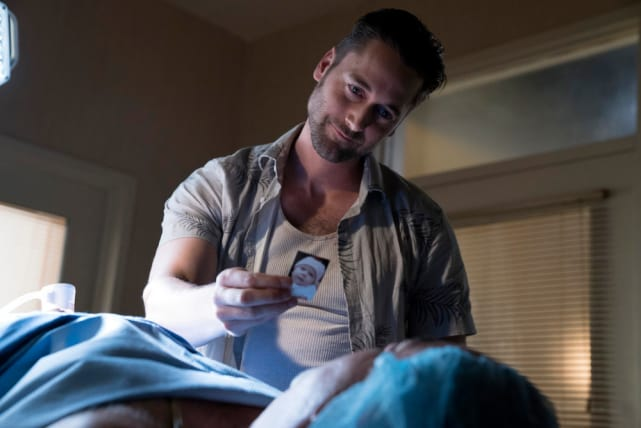Tom showing off a photo of his daughter - The Blacklist Season 4 Episode 2