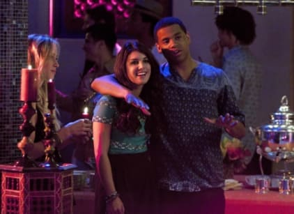 Watch 90210 Season 4 Episode 1 Online