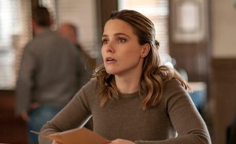 Lindsay Waits For Information - Chicago PD Season 4 Episode 13