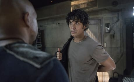Jacket's Back On - The 100 Season 3 Episode 5