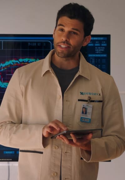 Heath In The Lab - Roswell, New Mexico Season 3 Episode 1