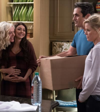 Haley Starting to Show - Vertical - Modern Family Season 10 Episode 12