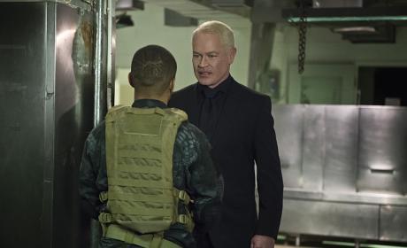 The man - Arrow Season 4 Episode 20