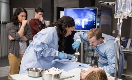 Julian and Iris Scrub In - The Flash Season 3 Episode 18