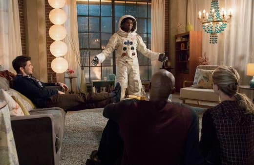 Space Suit - Supergirl Season 3 Episode 15