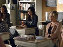 Pretty Little Liars Season 3 Episode 24
