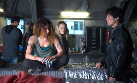 Luna's Radiation Wounds – The 100 Season 4 Episode 3