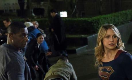 Over the Shoulder - Supergirl Season 4 Episode 14