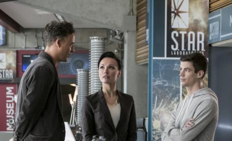 HR's New Toy - The Flash Season 3 Episode 10