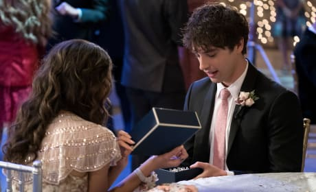 Prom Gift - The Fosters Season 5 Episode 9